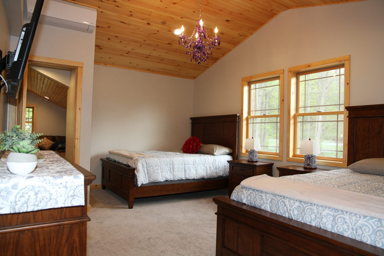 cleverdale chatrooms Official site of holiday inn resort lake george - water view read guest reviews and book your stay with our best price guarantee kids stay and eat free at holiday inn resorts.